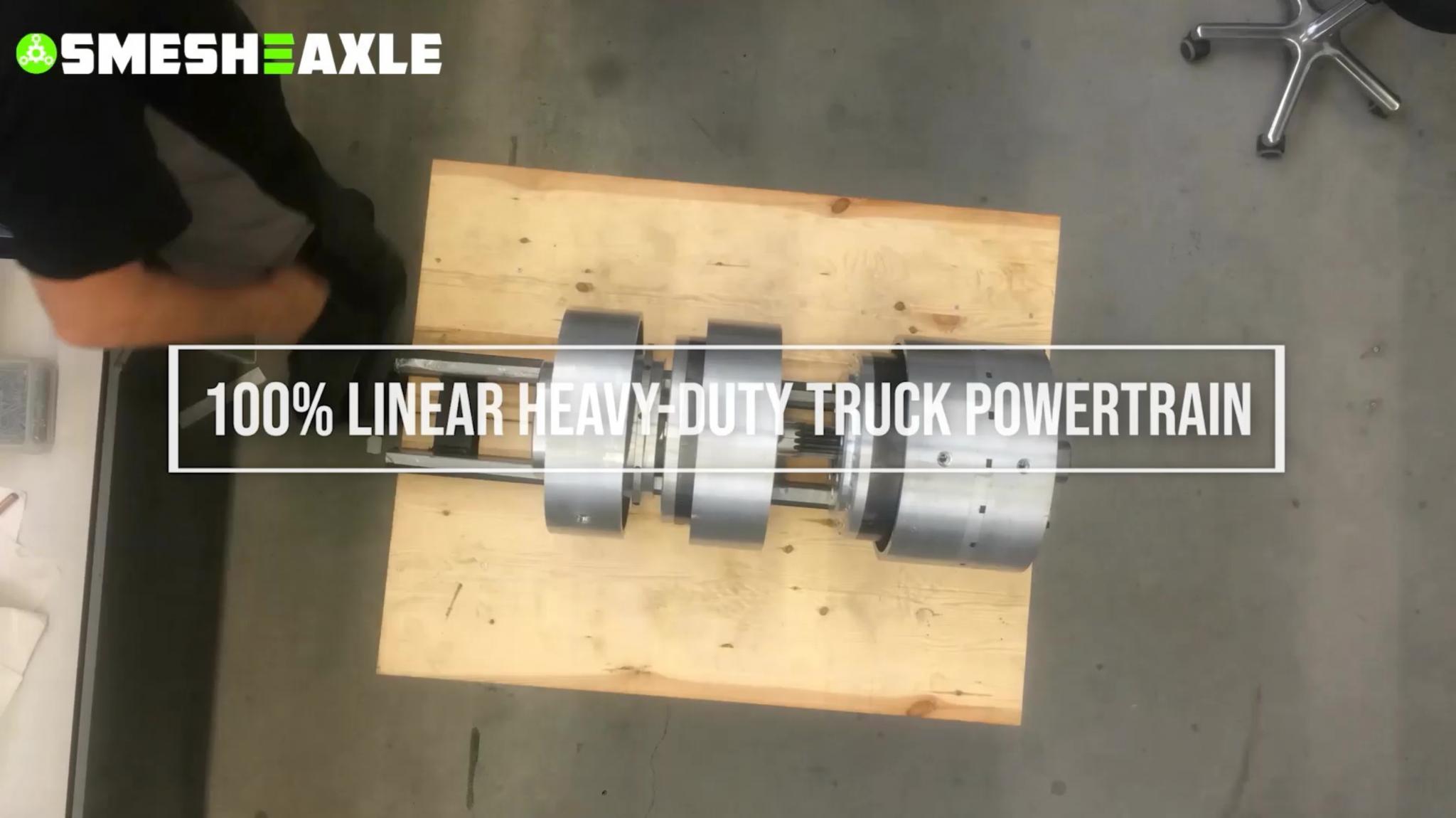 Montagetest van 's werelds eerste 100% lineaire zware truck e-aandrijflijn.